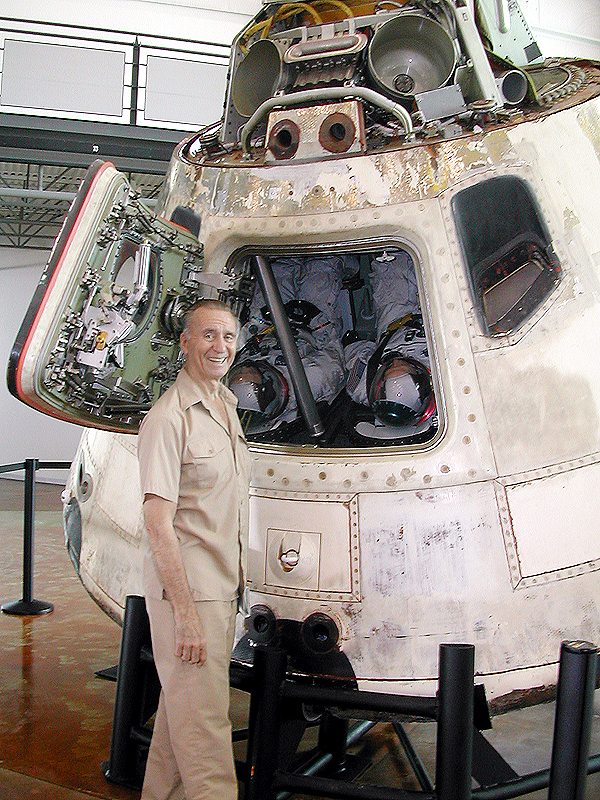 apollo seven commander - 600×800